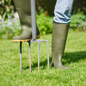Akcesoria do pielęgnacji trawnika